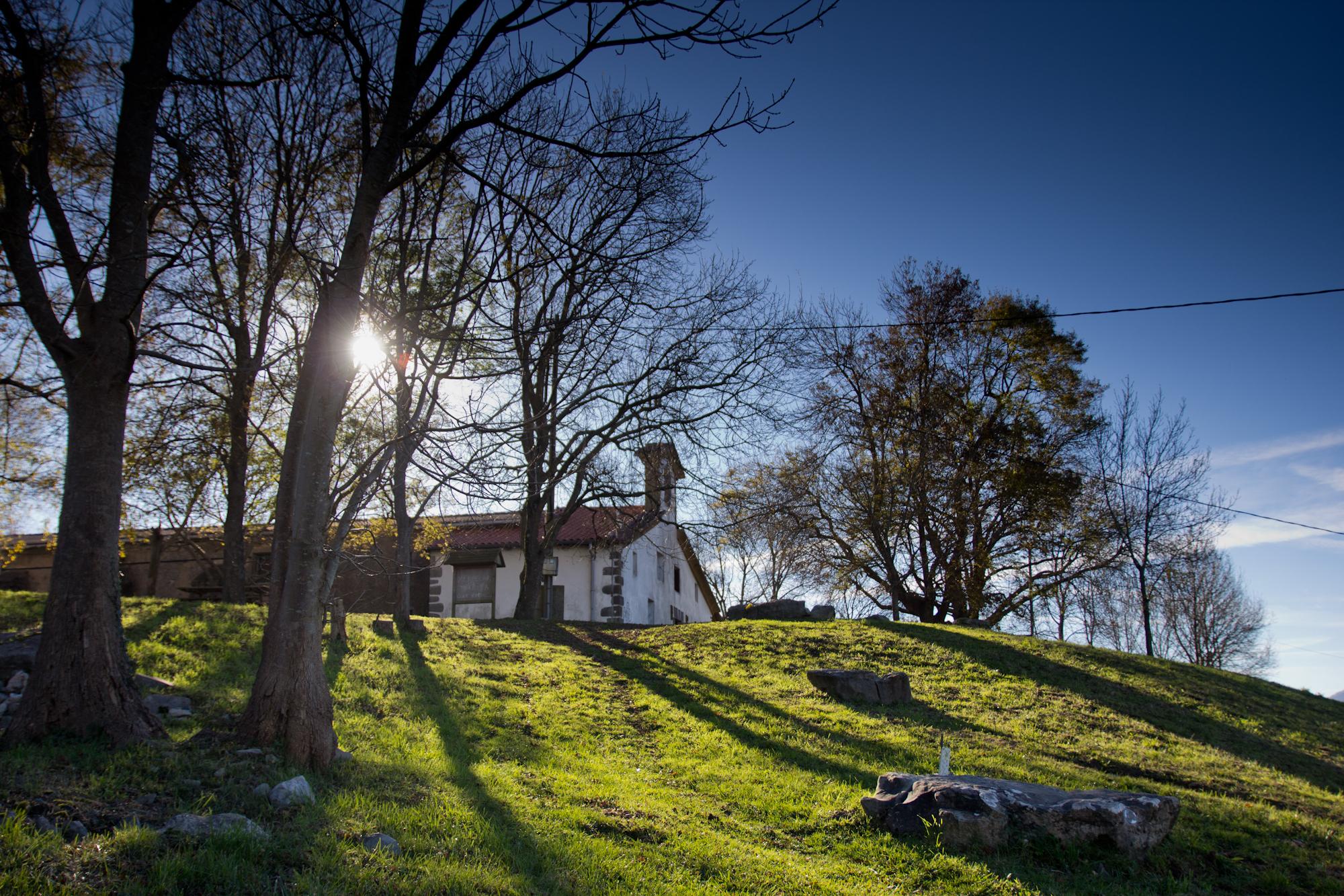 Santiagomendiko ermita, Sagartekking ibilbideko geldialdi garrantzitsua.. Argazkia: Haritz Rodriguez