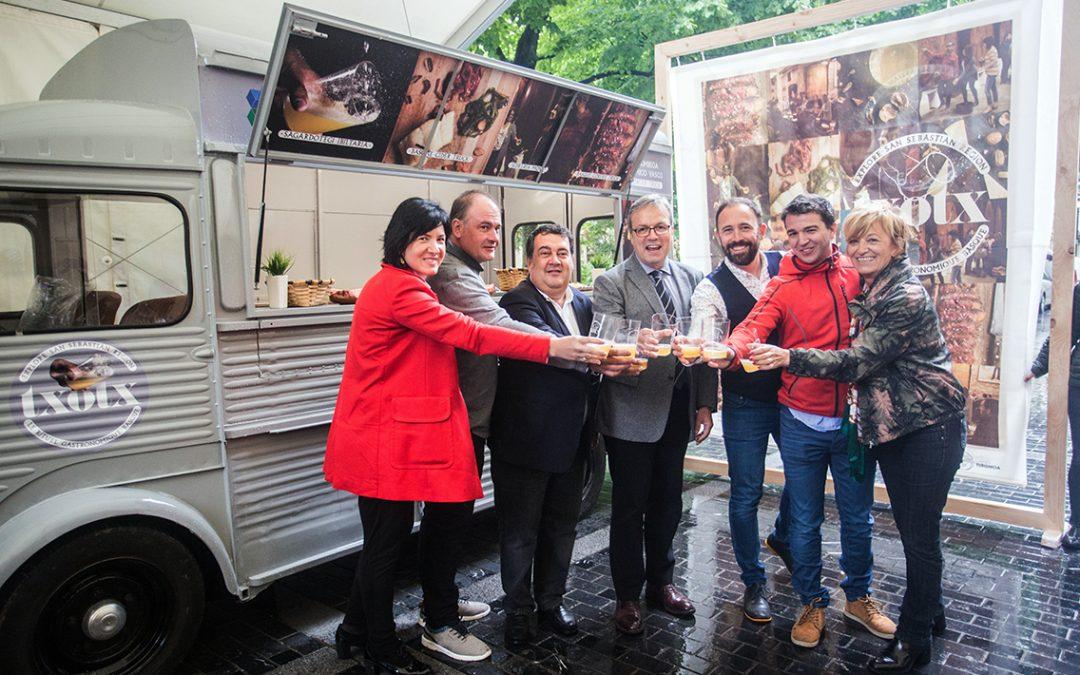 Una «Cider Truck» itinerante promocionará el rito del txotx en Francia, Madrid y Galicia